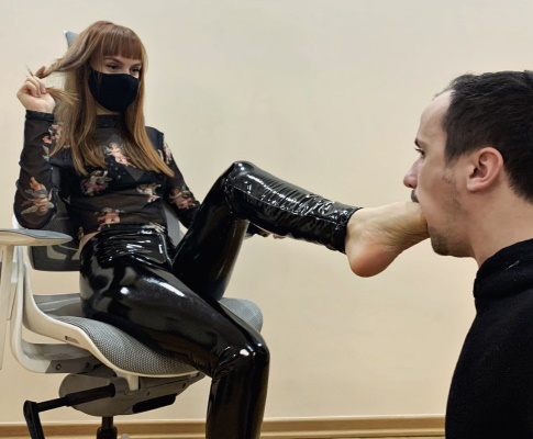 Foot Gagging and Foot Worship Femdom