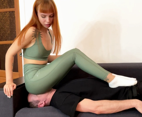 Ignore Facesitting Fullweight Femdom In Sport Yoga Pants With Mistress Kira