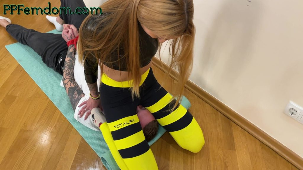 Pussy Smother Facesitting In Yoga Pants Femdom